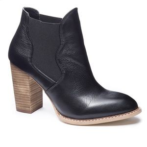 Chinese Laundry black leather ankle boot bootie